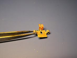 Photo: 10. Připájí se zadní čela. Výstupek na zadním čele je naznačením odvodňovacího ventilu a má směřovat dolů.