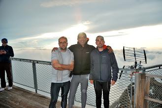 Photo: Los tres en la terraza del refugio de Cosmicos. Foto Ch
