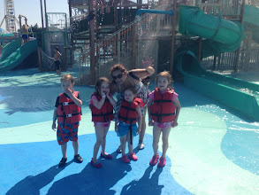Photo: More kids & Sandy @ the waterpark