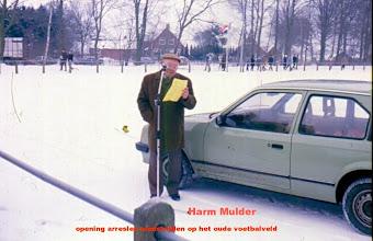 Photo: Openingswoord door de voorzitter van de V.V.V. Harm Mulde bij de arresleewedstrijden arresleewedstrijden