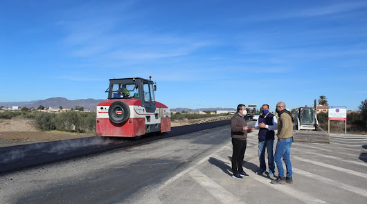 EL Ayuntamiento repara y refuerza la pavimentación de viales en La Fuente