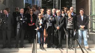 Los jueces y fiscales que se han concentrado hoy en la puerta de la Audiencia Provincial en la calle Reina Regente. Foto: F. Cuadrado
