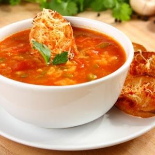 Spanische Tomatensuppe mit Knoblauch-Croutons
