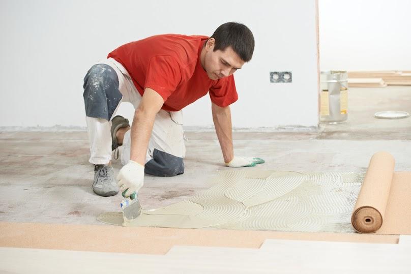 Przygotowywanie podłoża pod układanie paneli podłogowych