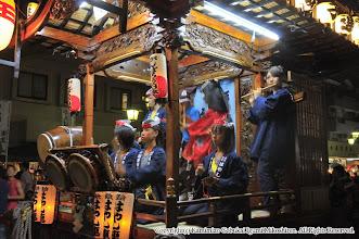 Photo: 【平成23年(2011) 宵宮】  神輿連と共同で製作した「がんばろう日本」の提灯を掲げての山車の運行。