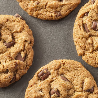Low-Calorie Chocolate Chip Cookies.