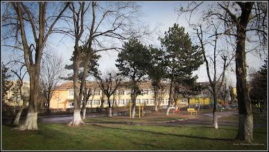 """Photo: Str. Rapsodiei, Nr.1 - Scoala  """"Avram Iancu"""" - vedere din parc - 2017.12.29"""