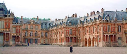 Photo: Je úterý ráno 26. června 2012. Velkou část dne jsme strávili na zámku ve Versailles a v jeho zahradách. Z důvodu návštěvy lékárny a poté lékaře s nemocnou studentkou v galerii chybí fotografie z vnitřních prostor zámku.