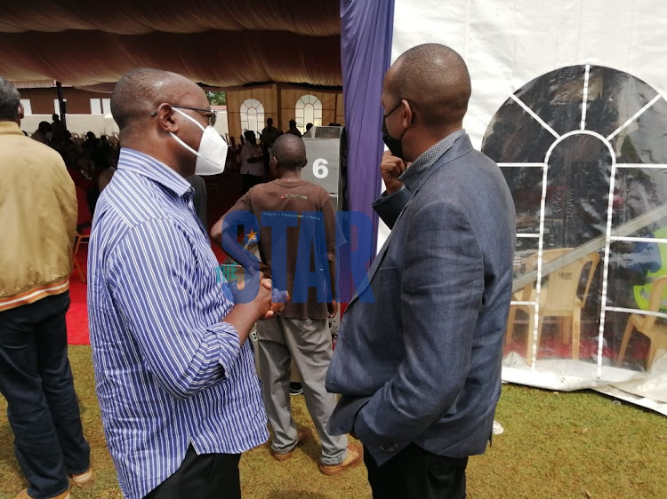 Lawyer Ken Nyaundi consulting with Nyachae's son Lee./ANGWENYI GICHANA