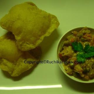Avocado Poori (Avocado In Fluffed Indian Bread)