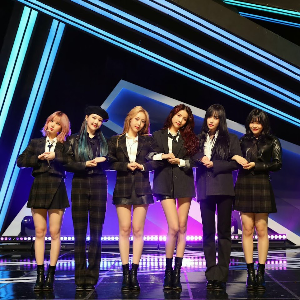 gfriend crossroad outfits 1