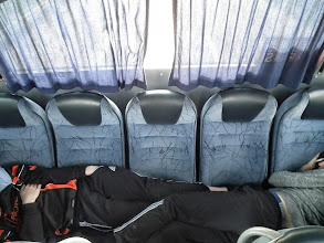 Photo: tsja, de bus was te klein of het fototoestel had meer ruimte nodig voor beide hoofden, maar die staan op de vorige paginas...