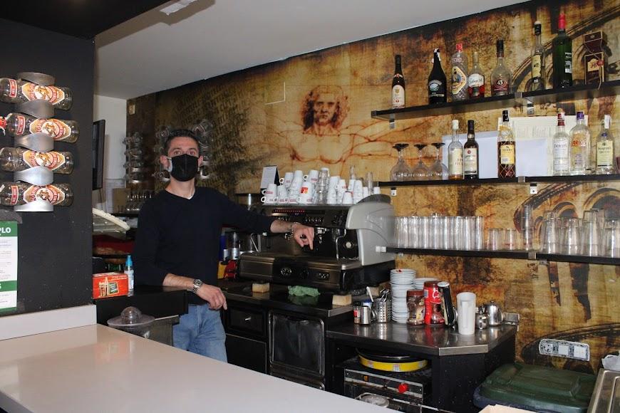 Preparando y desinfectando los bares y establecimientos hosteleros para la apertura.