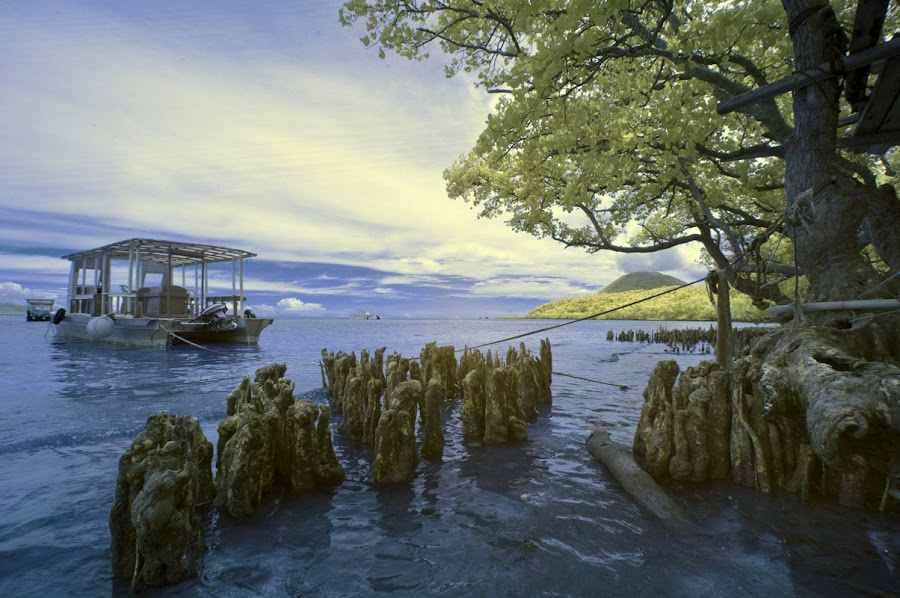 Berlabuh by Agus Prasetya - Landscapes Waterscapes