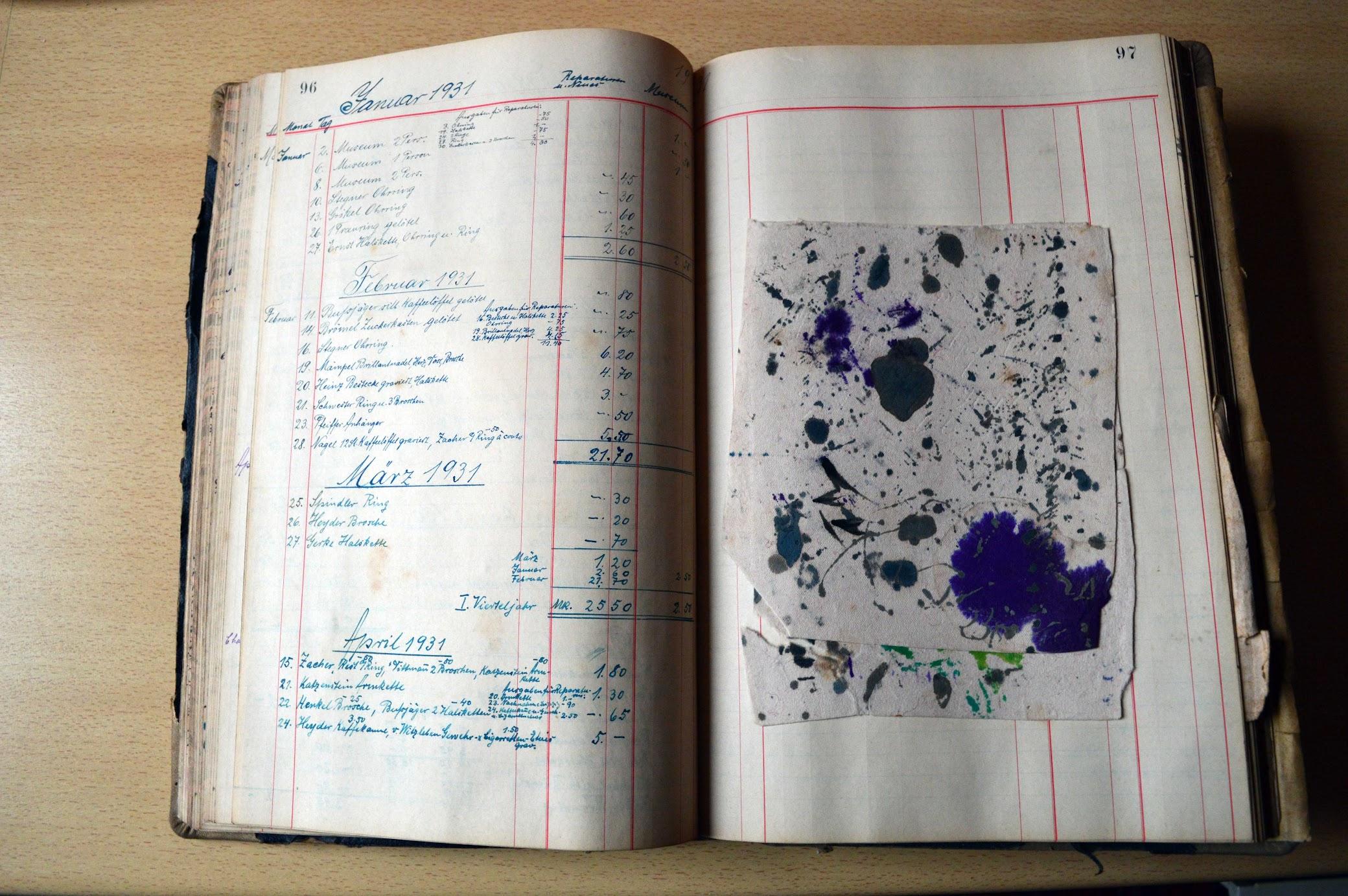 Tintenfass und Feder