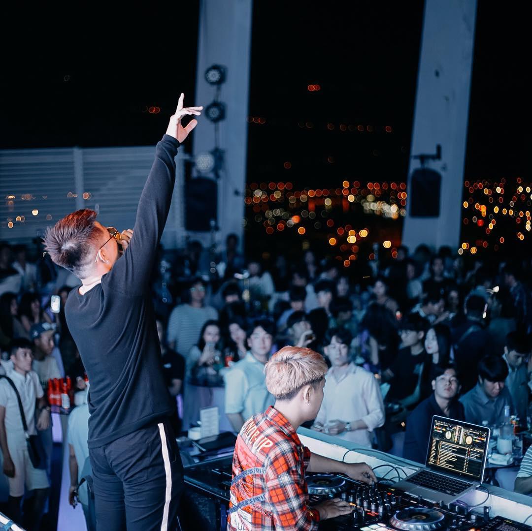 Rooftop bar Sky36 Danang