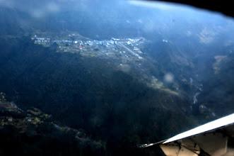 Photo: Lukla et la piste de l'aérodrome - 2840m