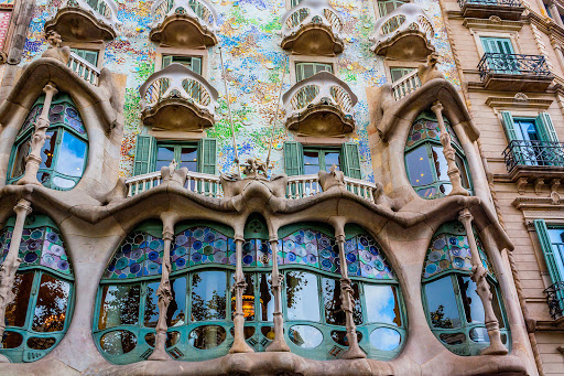 casa-batllo-barcelona.jpg - Casa Batlló, a renowned building in downtown Barcelona, was one of Antoni Gaudí's masterpieces.