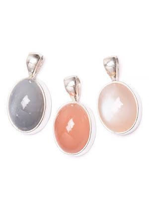 Månsten, grå, vit eller persikofärg, hänge i silver