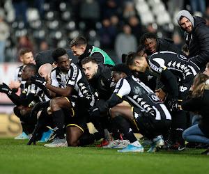 🎥 Le Sporting de Charleroi présente ses nouveaux maillots
