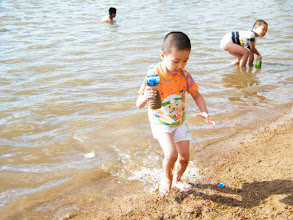 Photo: River Nen and baby son, warrenzh, 朱楚甲.