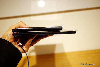 Photo: Xperia Z / Xperia Tablet Z Event: Xperia Tablet Z - side view, compare the thinness with the already thin Xperia GX