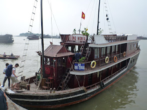 Photo: Výlet do zátoky Ha Long - tato bárka se nám stala na jednu noc domovem