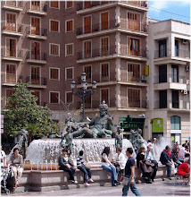 Photo: Plaza la Virgen. Valencia http://www.viajesenfamilia.it/