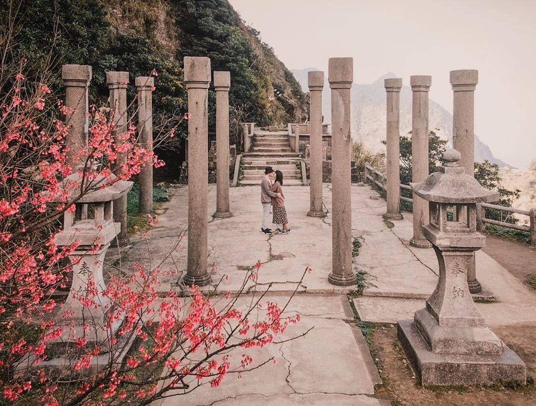 Photo by 新北旅客😎Official account in 金瓜石神社遺址. 圖像裡可能有植物、樹、天空、戶外和大自然