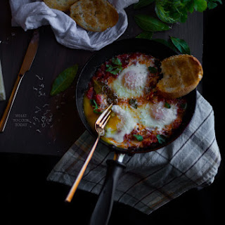 Eggs In Tomatoes And Green Chilies.
