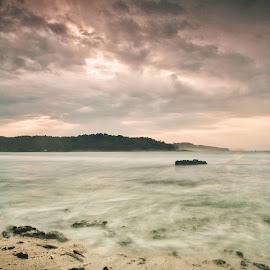 Early Morning At Sawarna Beach by Yamin Tedja - Landscapes Beaches ( indonesia, sawarna, sunrise, beach, morning,  )