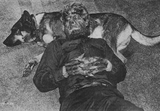 """Photo: Lon Channey Jr descansa com seu cachorro no set de """"O Lobisomem"""" (1941). O cão foi usado como """"lobo"""" na cena em que Channey é atacado no filme. http://filmesclassicos.podbean.com"""