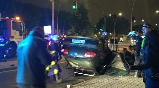 Vuelca un coche en la Avenida del Mediterráneo tras un aparatoso accidente