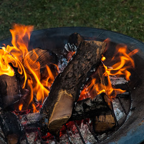 Party marshmellow fire by Eric Klein - Abstract Fire & Fireworks