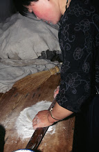 Photo: 03553 土城子/食堂/ソバ作り/切りソバ/水でねり、麺棒でのばして包丁切り。
