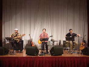 Photo: 姫野さんたちの演奏が続いています