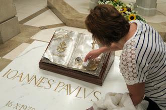 Photo: Uctenie si relikvií sv. Jána Pavla II.