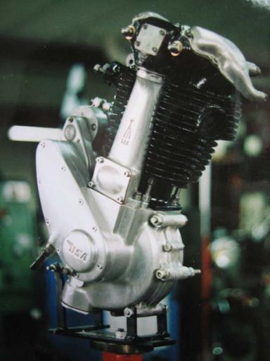 Refection d'un moteur BSA mono cylindre par Machines et moteurs