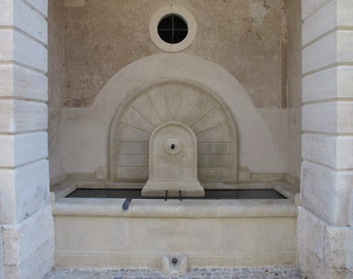 restauration-fontaines-de-la-grand-rue-donzere-fontaine-de-village-en-pierre-france-84-26