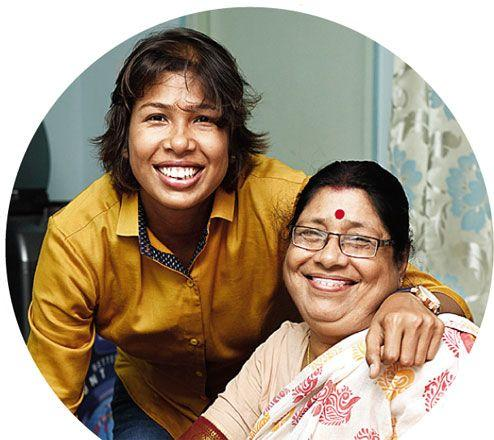 Jhulan-Goswami-with-her-mother.jpg