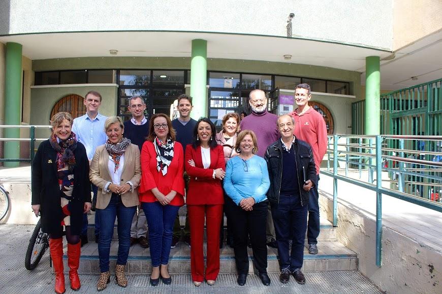 Las ponentes de la Mesa redonda junto a la directora del IES Aguadulce y profesores.
