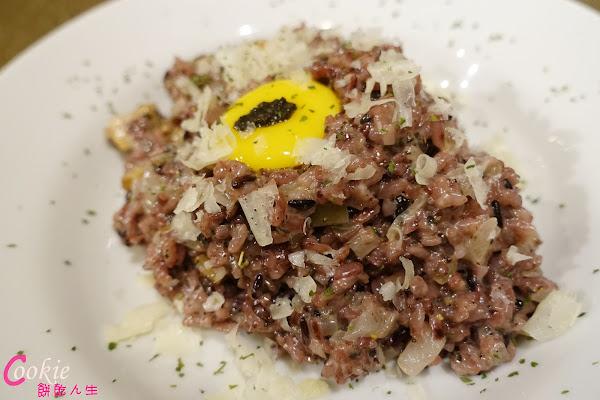 上樓看看Arthere Café 燉飯用紫米飯好特別,不限用餐時間(近捷運市政府站)