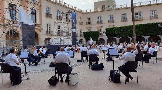 La Banda Municipal de Música de Almería, aislada por un positivo