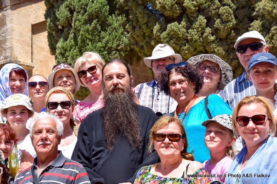 На экскурсии по Святым местам - в православной церкви в Кане Галилейской. Гид в Израиле Светлана Фиалкова.