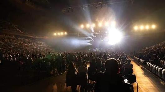 Más de 5.000 personas: el concierto masivo de Raphael desata la polémica