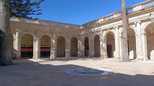 """Vuelve """"el oasis de la ciudad"""": el claustro de la Catedral se abre a la cultura"""