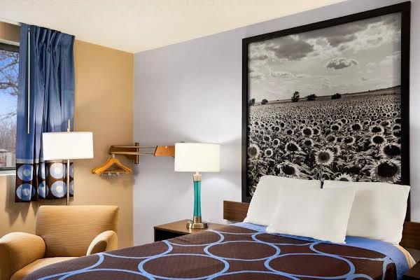 Super 8 Motel - Pittsburg