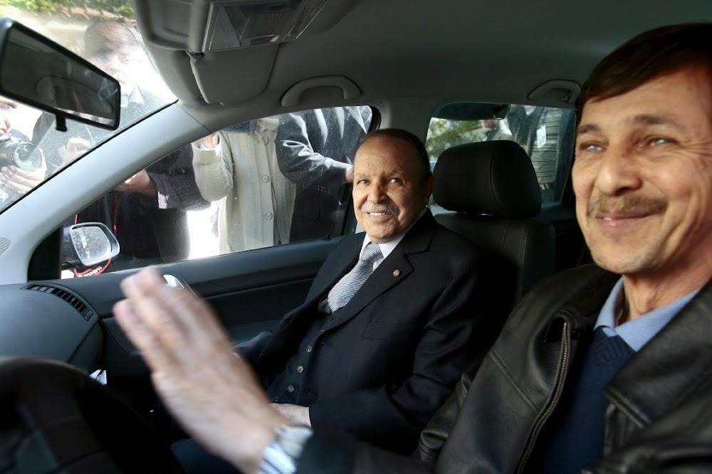 Algerië gevonnis vier senior amptenare van die regerende elite