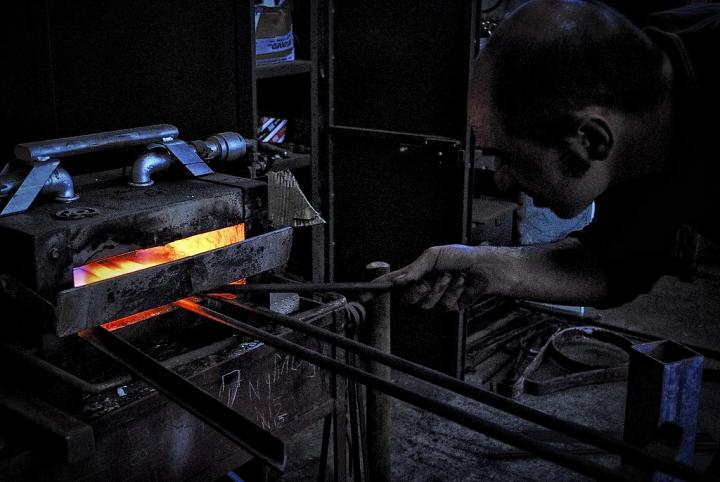 Forgiando il ferro... di Luca Gallozza