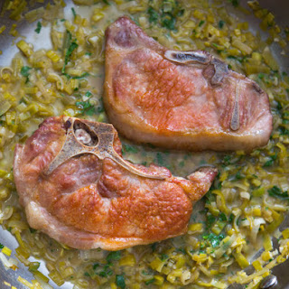 Pork Chops With White Wine and Leek Pan Sauce